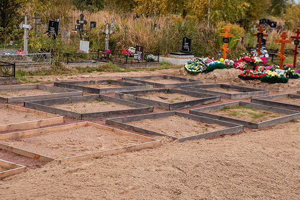 Захоронение в гробах на свободные места подготовленных участков